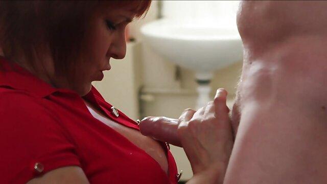 キッチンで王冠の金髪の湯たんぽを食べる セックス 女性 用 動画